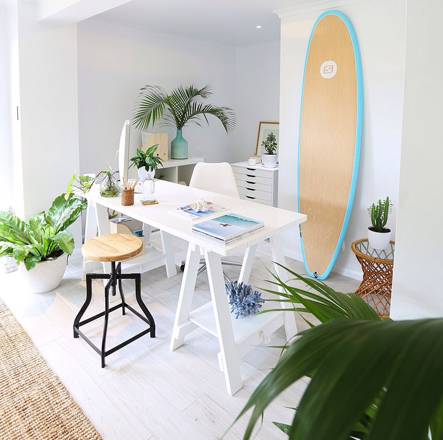 14 surfboards that work perfectly as beach chic decor for Surf decoration