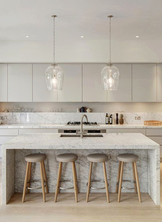 Marble Kitchen via DeRoseeSa