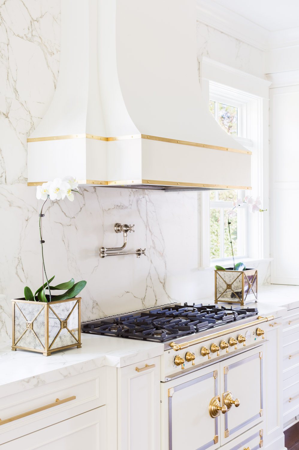 Marble Kitchen design by Laura Burleson / Image by Alyssa Rosenheck