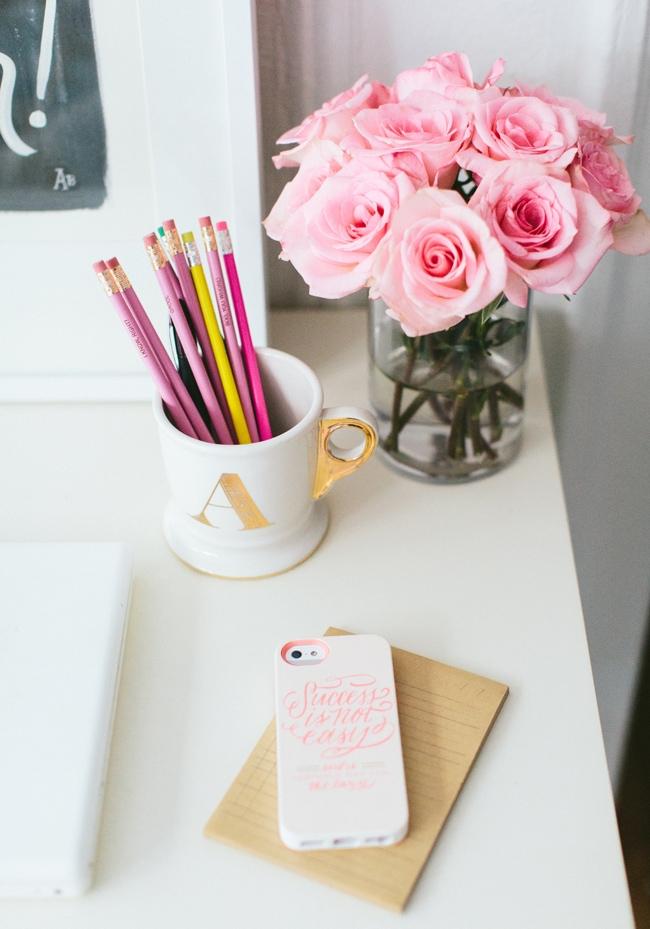 Monogrammed mug with pink flowers