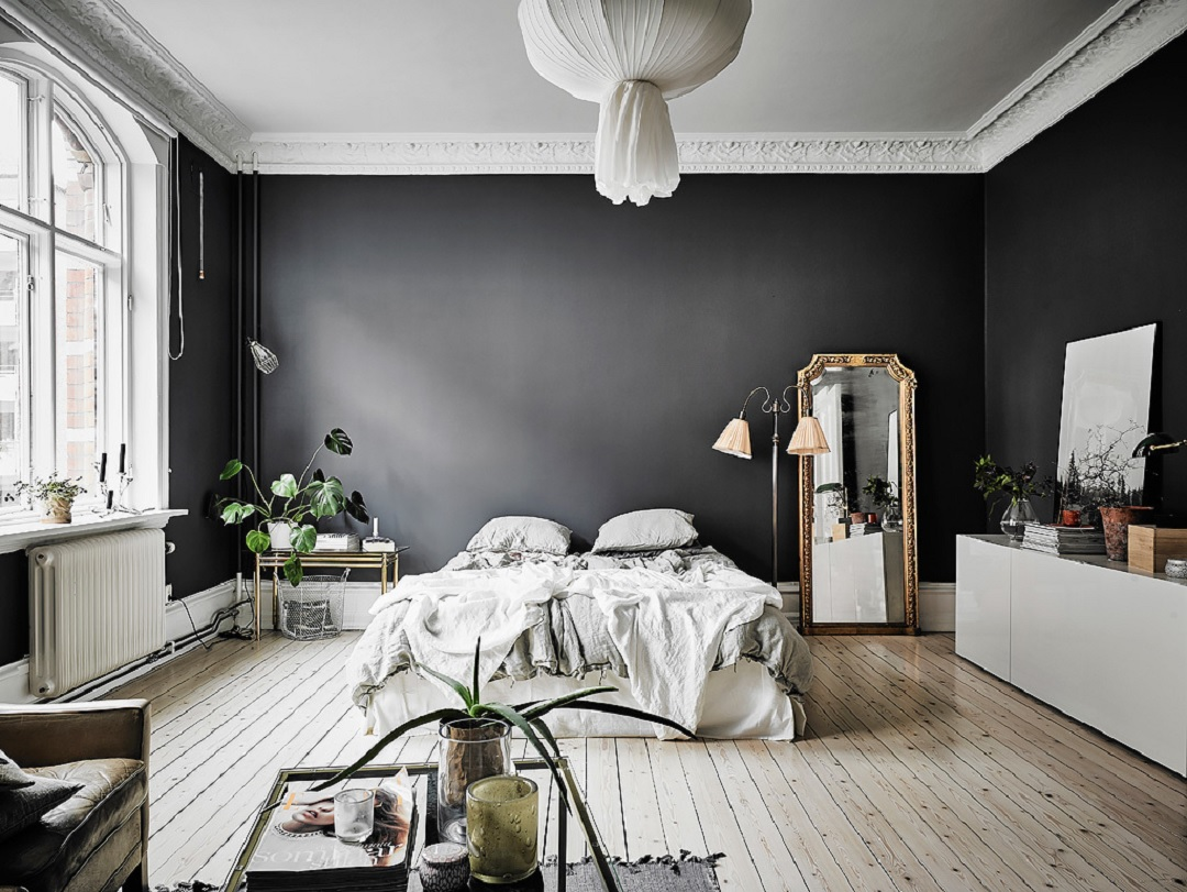 Black Wall Interior Open E With Tall Ceilings