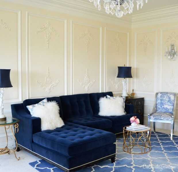 25 stunning living rooms with blue velvet sofas