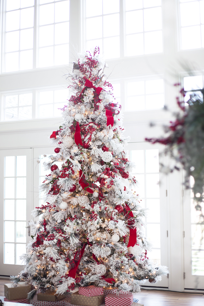 Winter White & Holiday Red: Two Christmas Decor Themes from Rachel Parcell