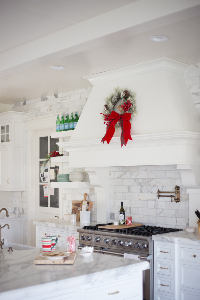 White Kitchen Christmas Decorating Ideas: Winter White & Holiday Red: Two Christmas Decor Themes