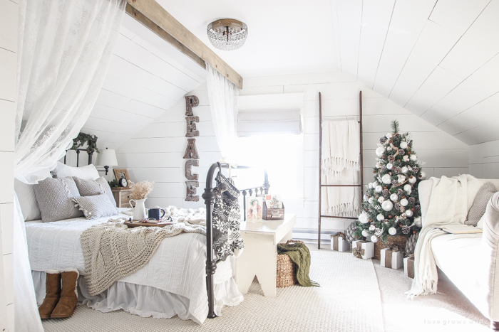 Christmas Bedroom via lovegrowswild.com
