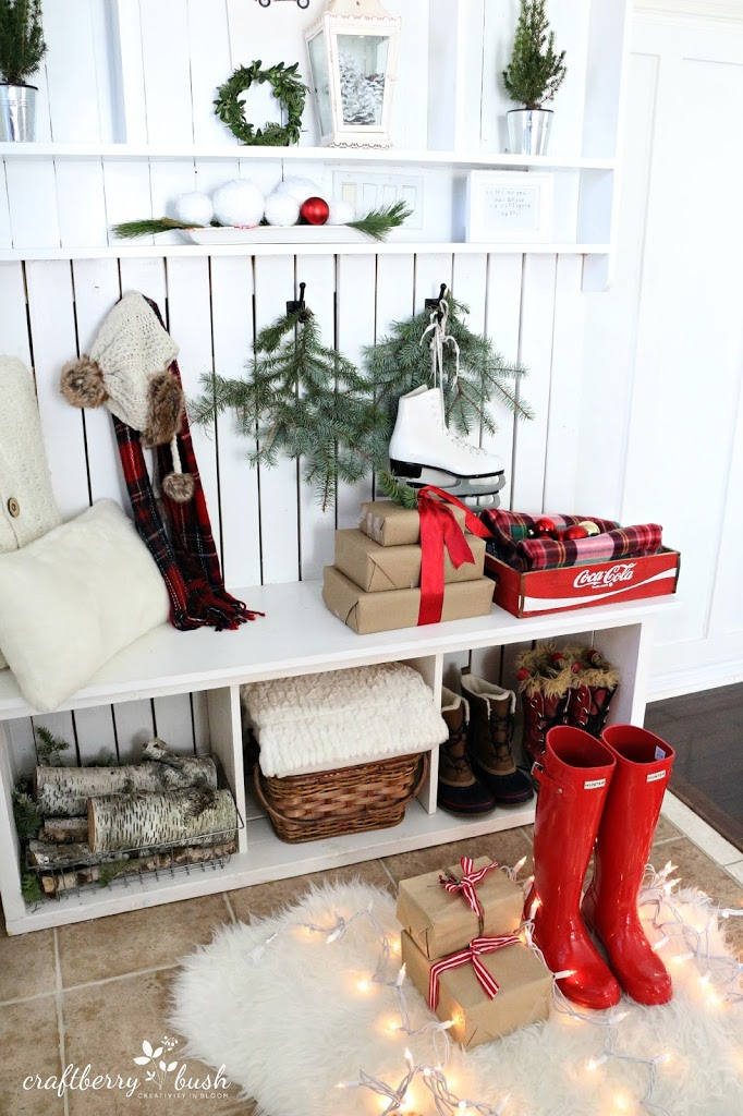 Christmas Entryway via craftberrybush.com