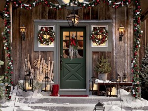 10 Beautiful & Festive Christmas Home Exteriors
