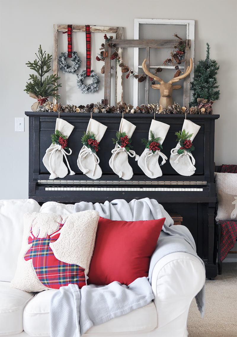 Christmas Living room mantel via cherishedbliss.com