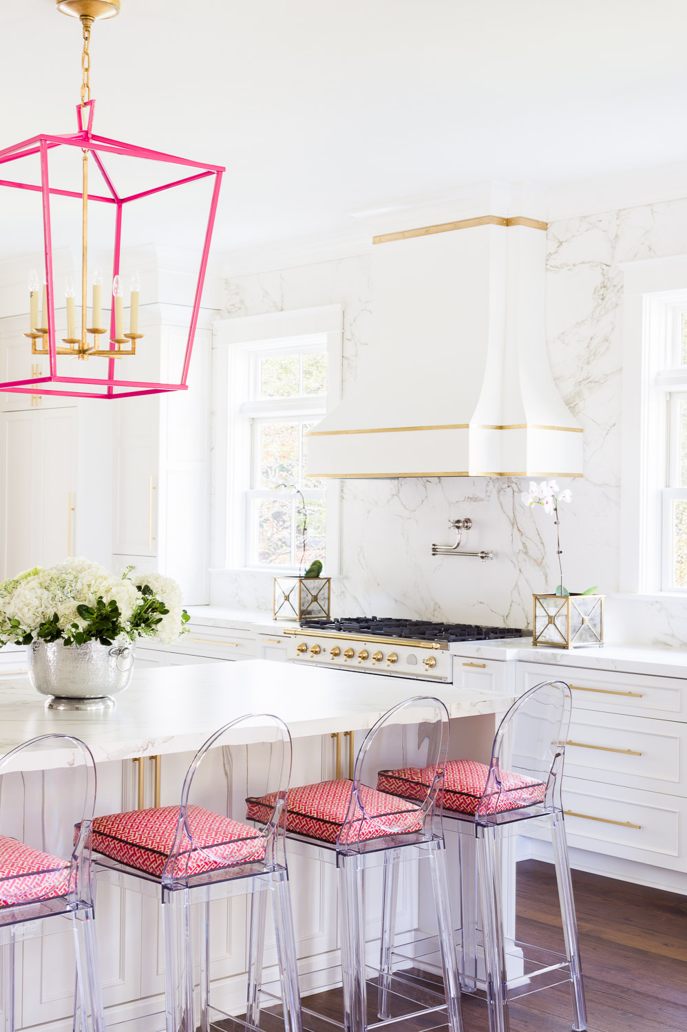 Laura Burleson Designs the <em>Perfect</em> White & Gold Kitchen!