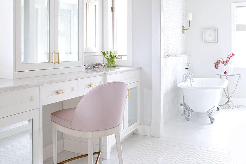 Reasons to Love Retro Pink-Tiled Bathrooms | HGTV's ...