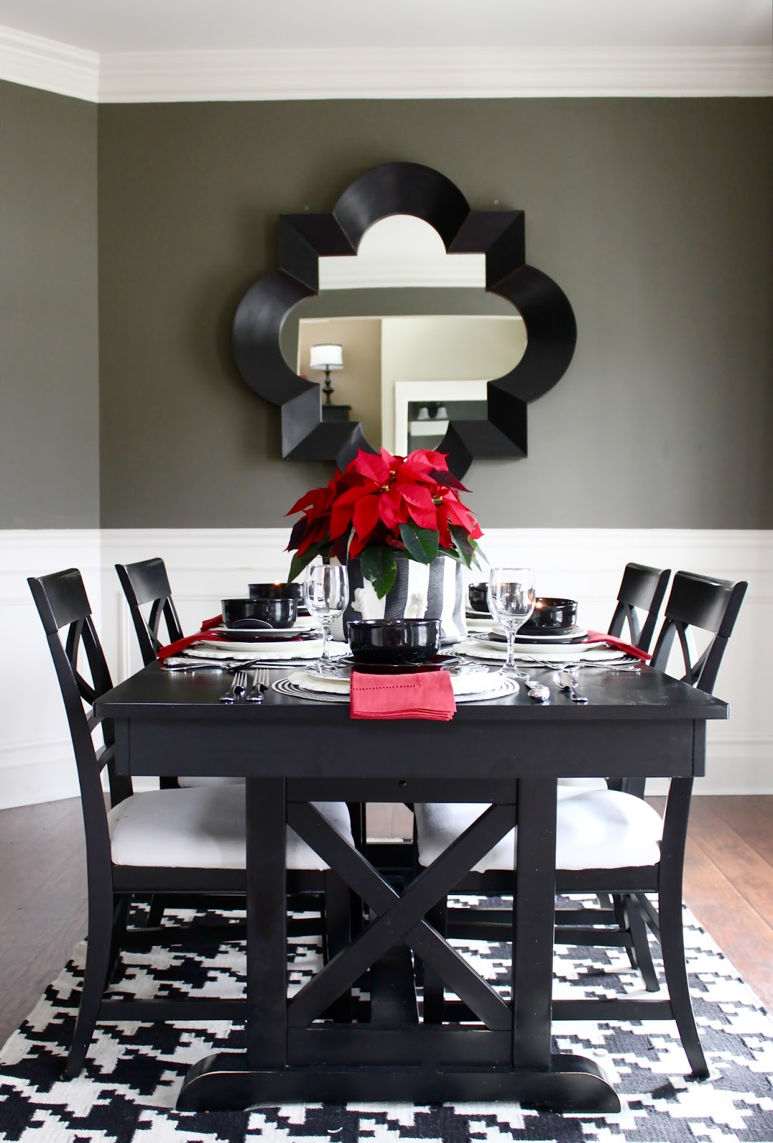 Easy Christmas Decor: Red Poinsettias in the Dining Room for Christmas