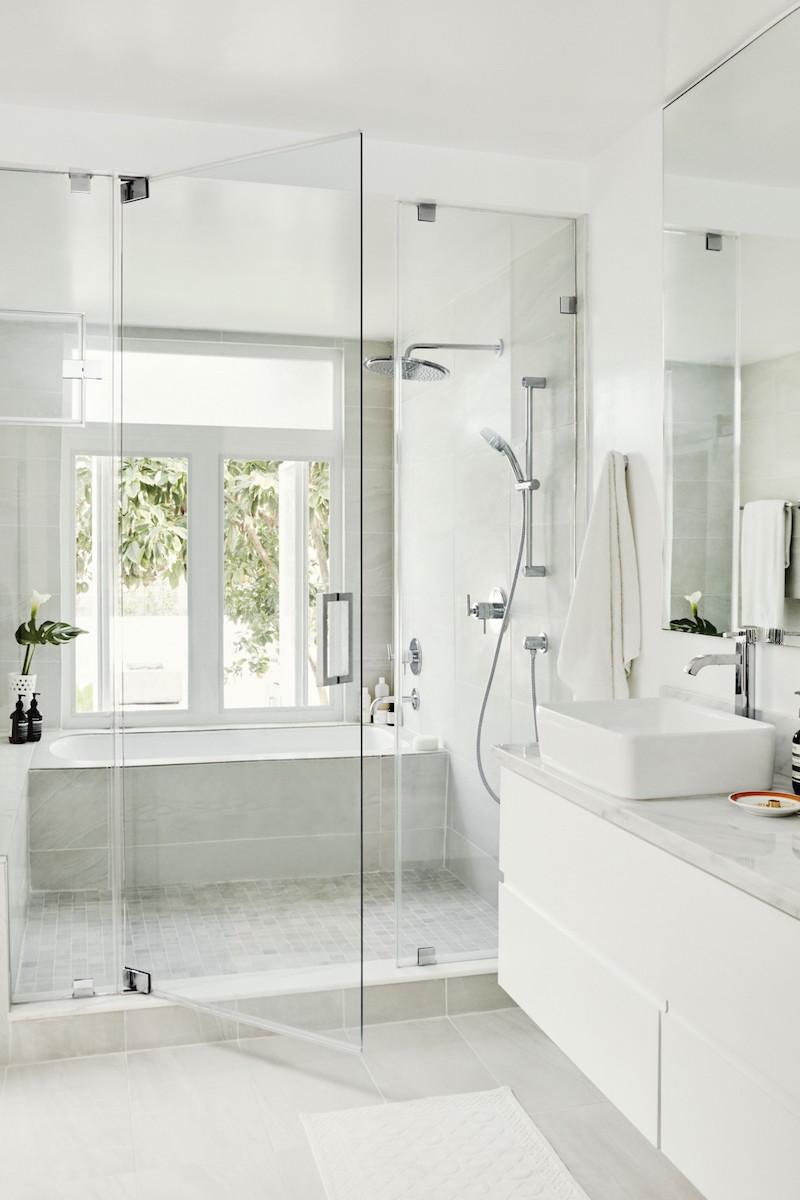 Jacey Duprie's Off-White Bathroom via Damsel in Dior