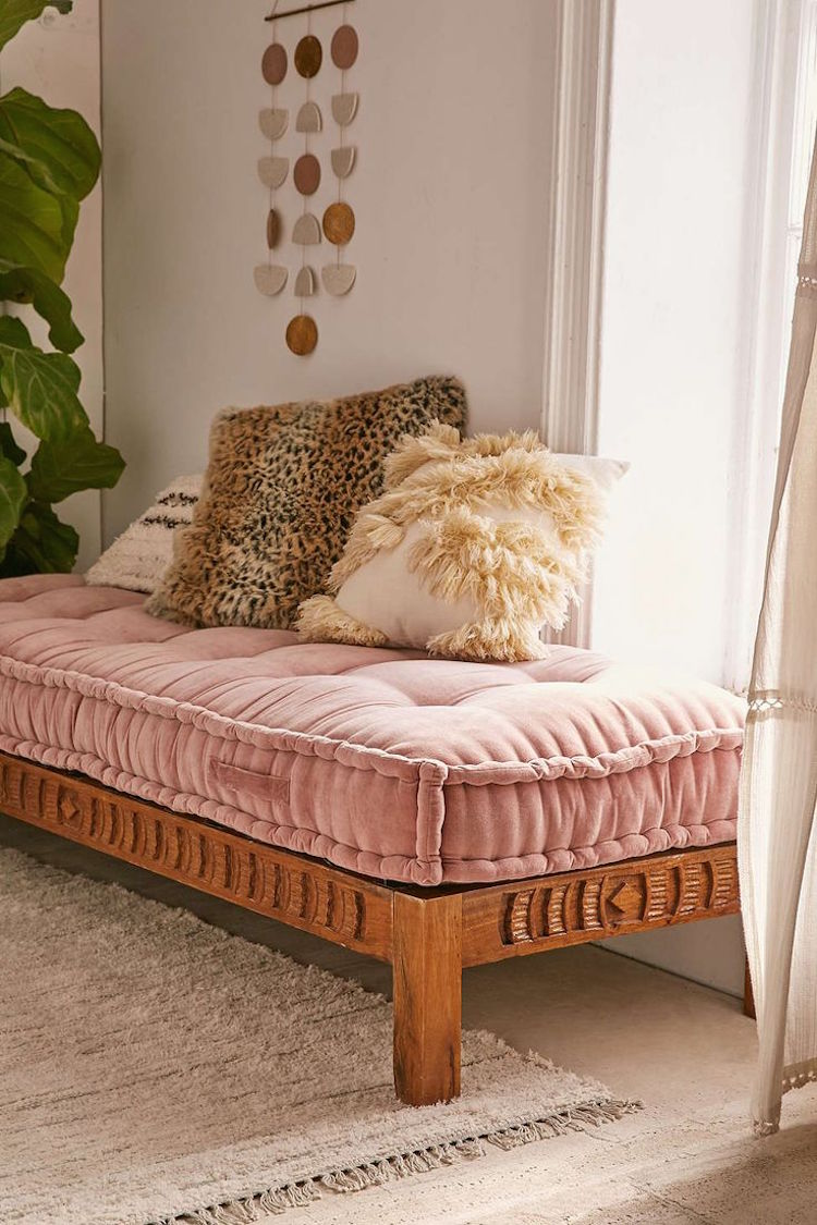 12 marvelous ways to use velvet in your home for Bohemian style daybed