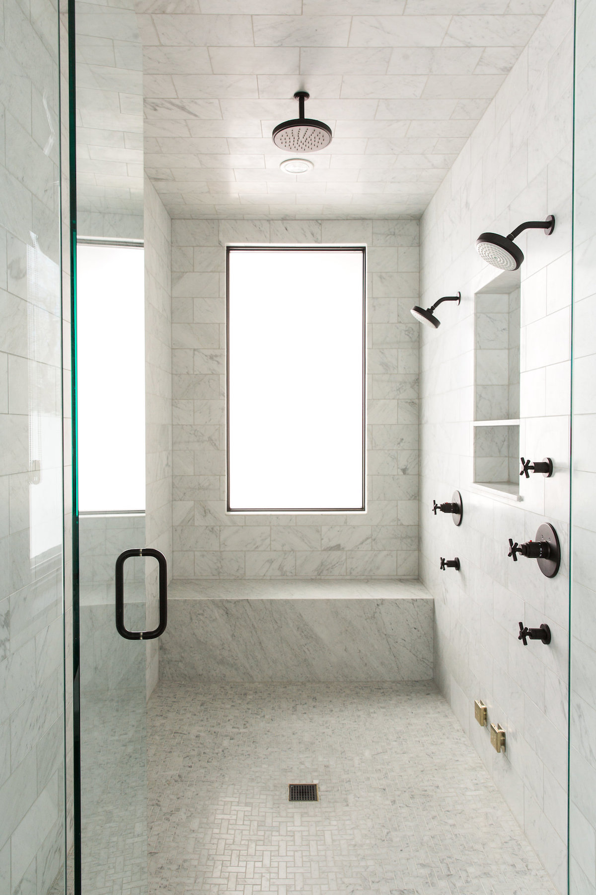 Black Finishes in Walk-in Marble Shower