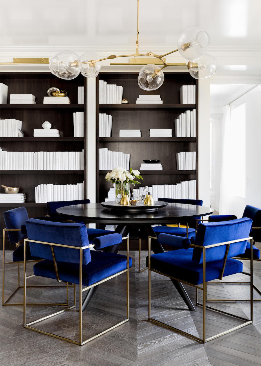 Dining room with black table and blue velvet chairs