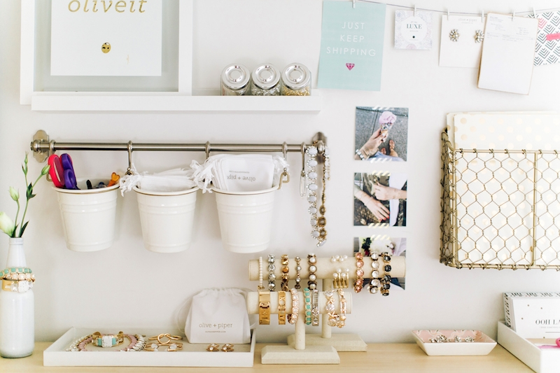 Hanging buckets for jewelry storage