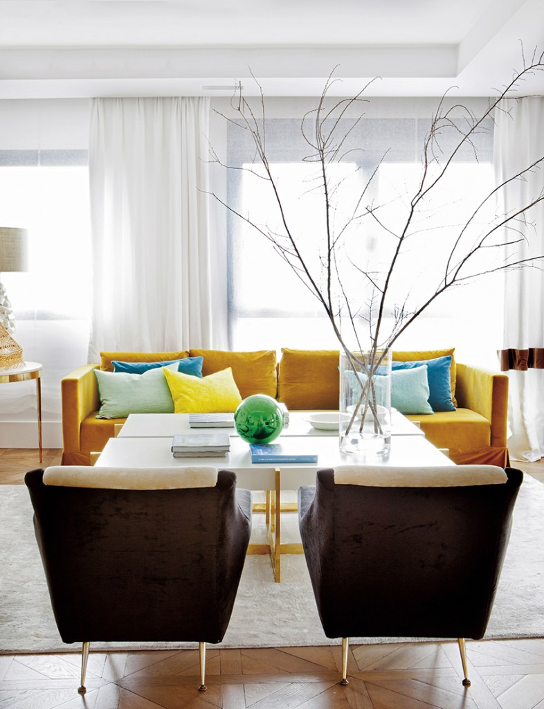 Living room with yellow couch, design by Beatriz Silveira