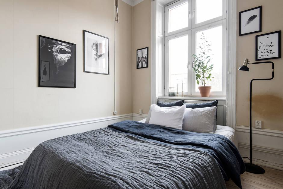 Swedish bedroom with peach walls