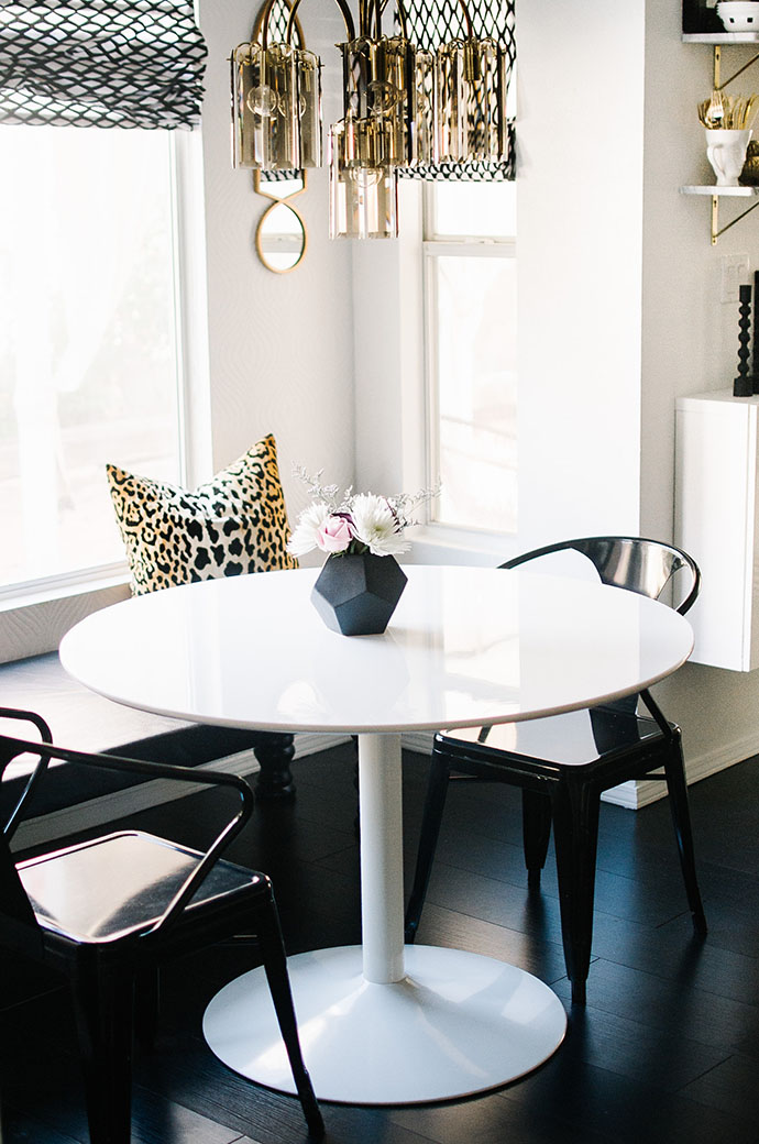 Amber Chambers Minimal dining room via Glitter Guide