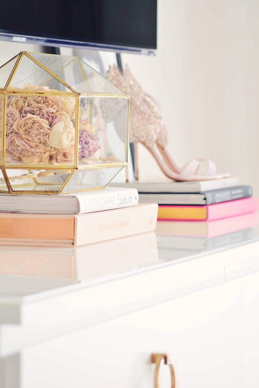 Glass box flowers pink heels