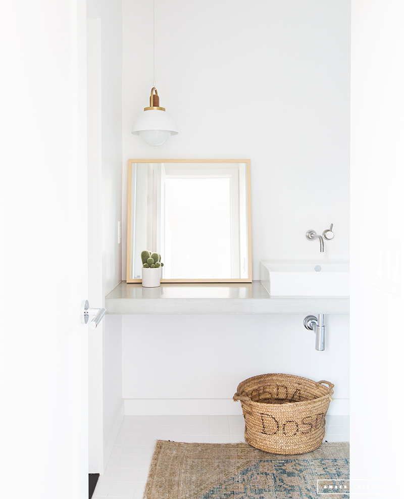 Minimalist Mid-Century Bathroom in white