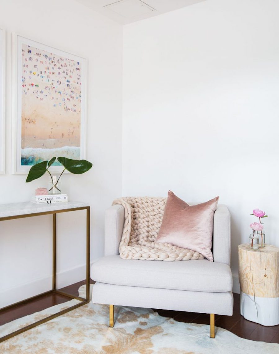 Neutral accent chair with pink throw and beach art