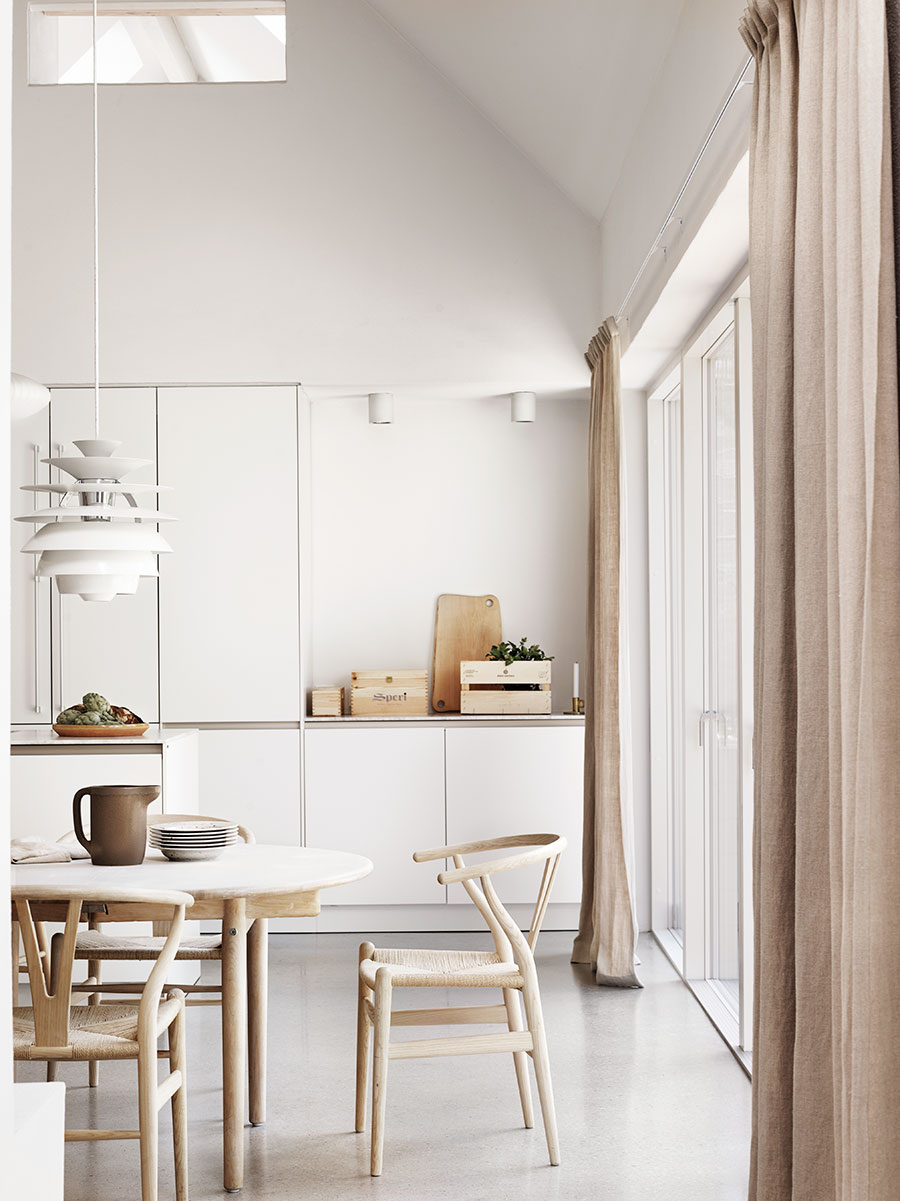 Scandinavian neutral dining room via Petra Bindel