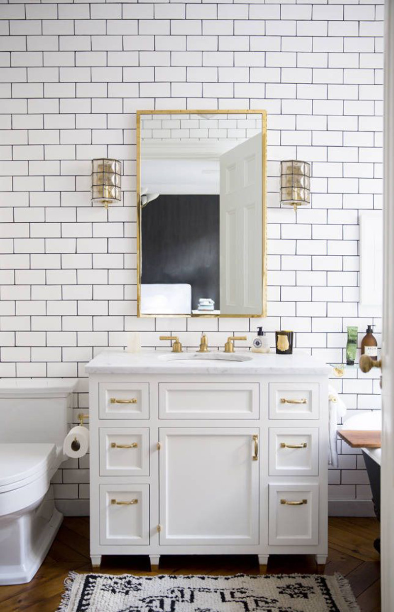 White subway tiling with black grout bathroom