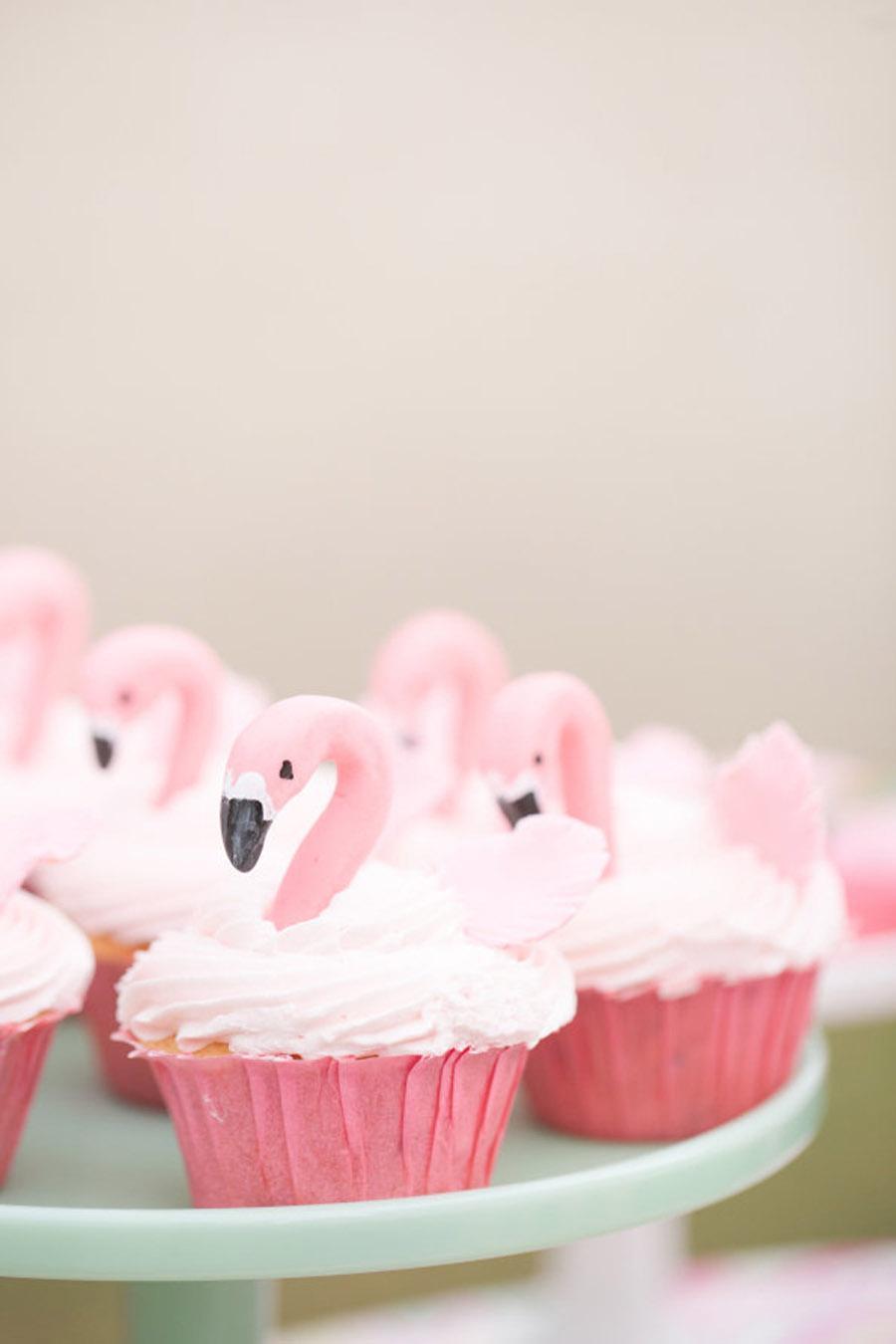 Flamingo cupcakes via smp