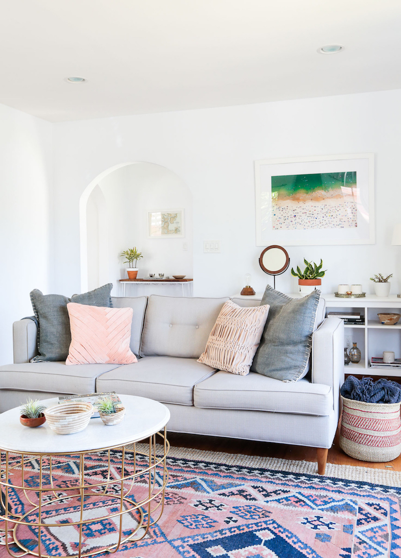 A bohemian california home with international decor for Home decorating company bedding