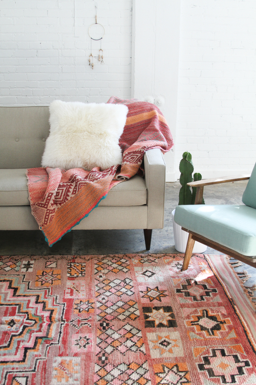 Pink pattern rug with neutral couch