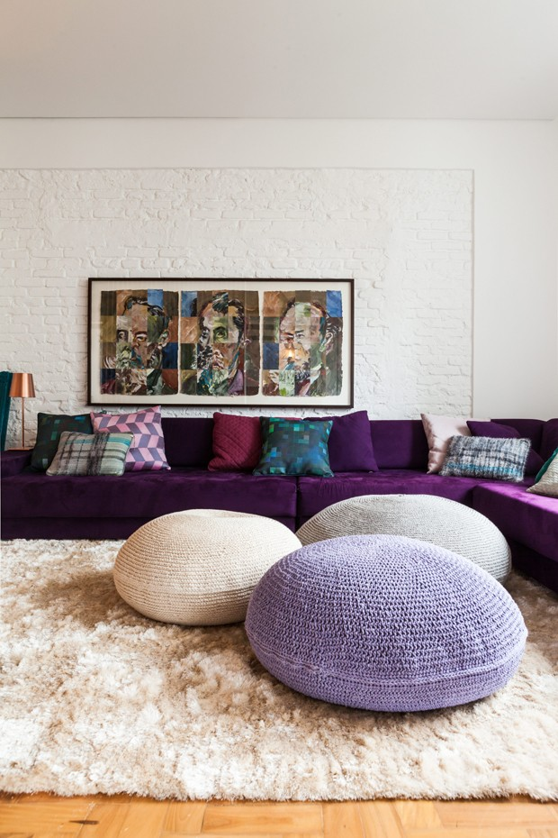 Purple Velvet Sofa Via Editora Globo