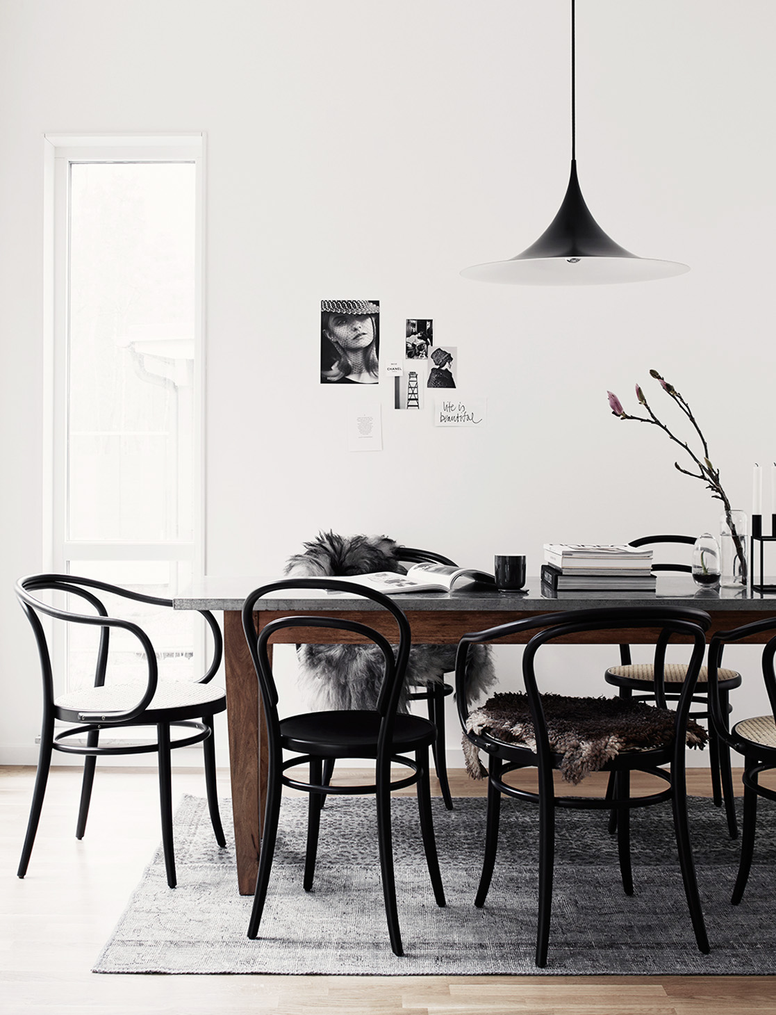 Scandinavian dining room with black bentwood chairs via Ton.eu