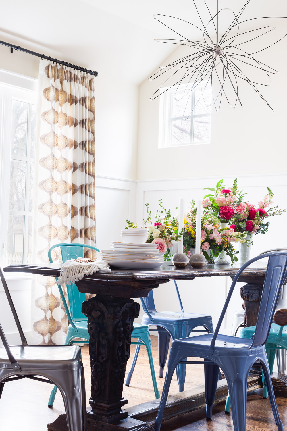 Shades of blue tolix chairs in dining room via Rue Mag