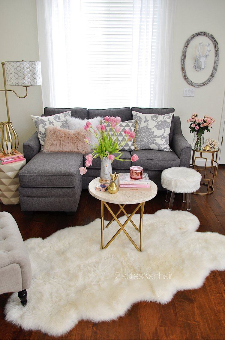 Spring Living Room via 2ladiesandachair
