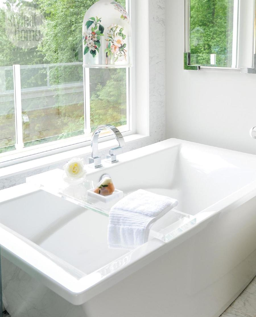 White rectangular bathtub