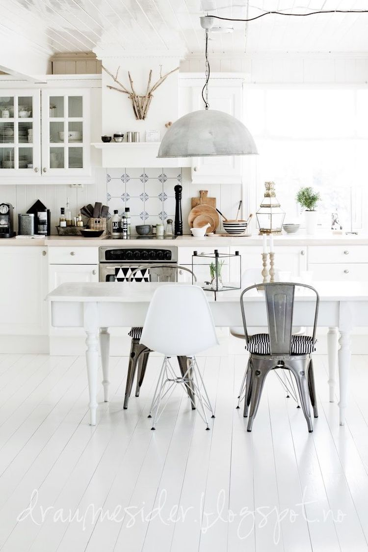 White tolix chair mixed chair dining room via Dranmesider