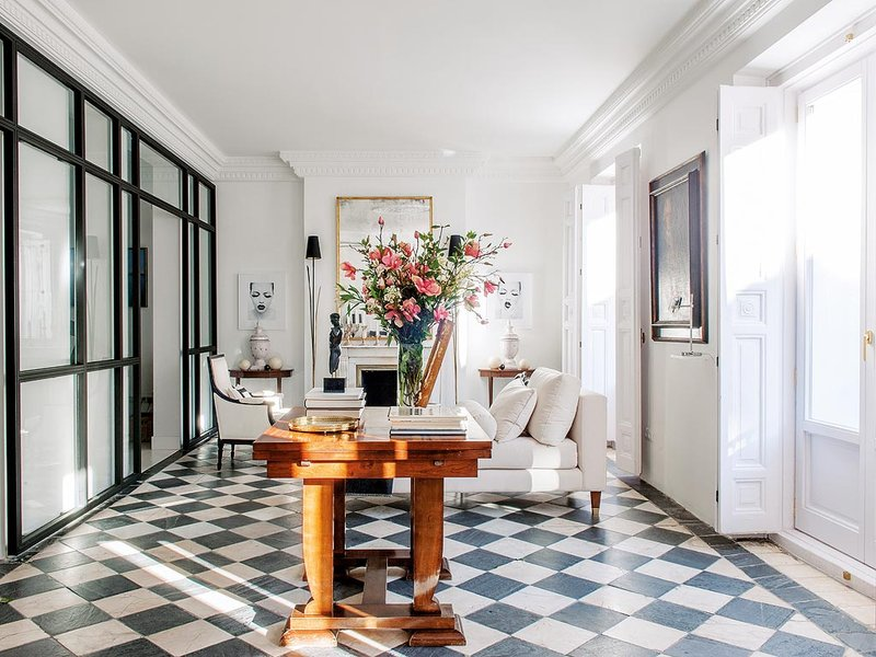 A chic spanish apartment with vintage touches and modern updates - Apartamentos dv barcelona ...