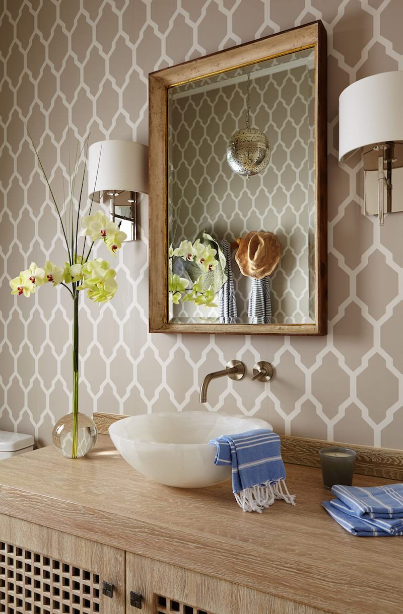 Beige pattern wallpaper in bathroom