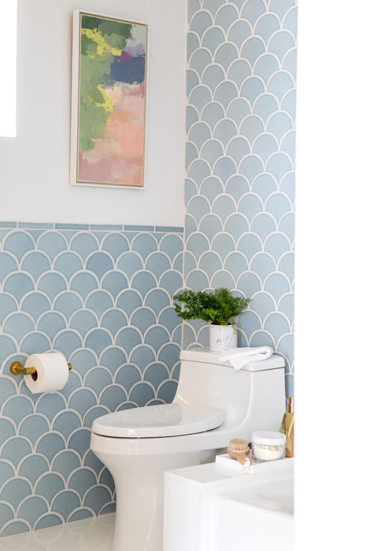 Blue scallop tiles emily henderson 39 s renovated master for Fish scale tiles bathroom