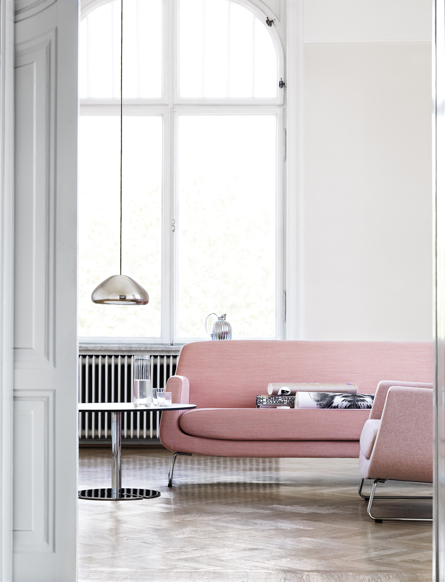 Soft pink sofa with silver pendant via Skandiform