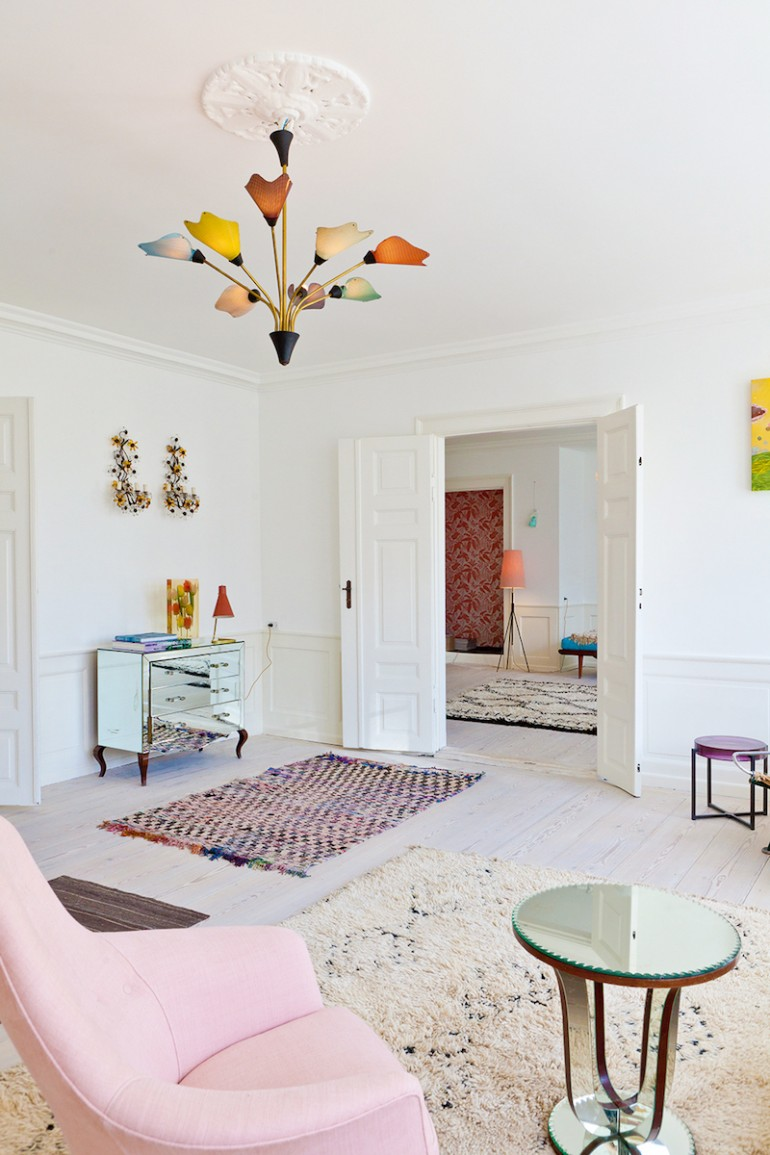 At first glance, this apartment looks like it belongs to some seriously  savvy art collectors  and it does, it's just not their residence.