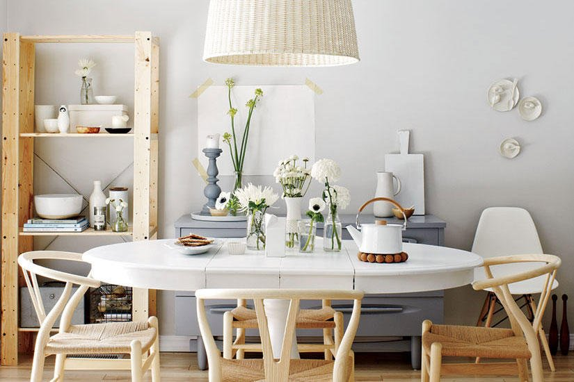 Neutral dining room with wishbone chairs
