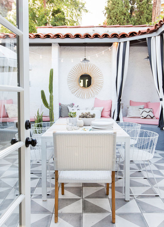 White outdoor dining chairs via Design Love Fest