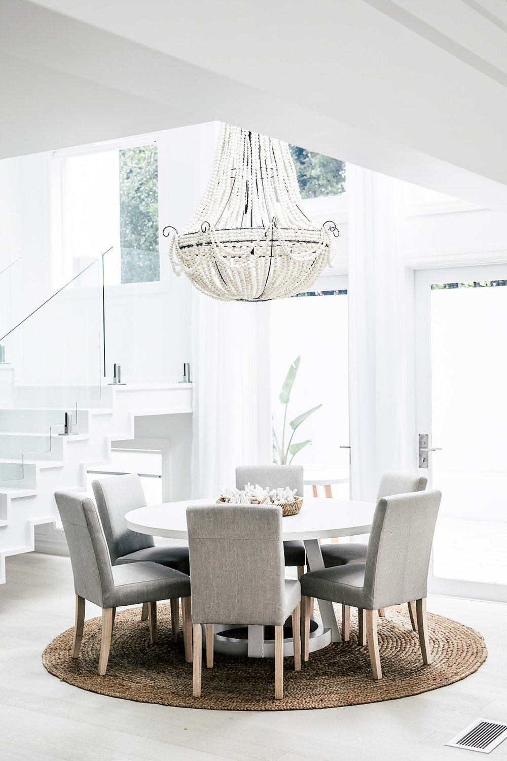 Dining room in grey and white