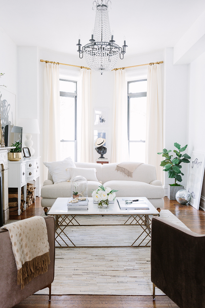 A gorgeous parisian inspired apartment in chicago for Living room decor inspiration