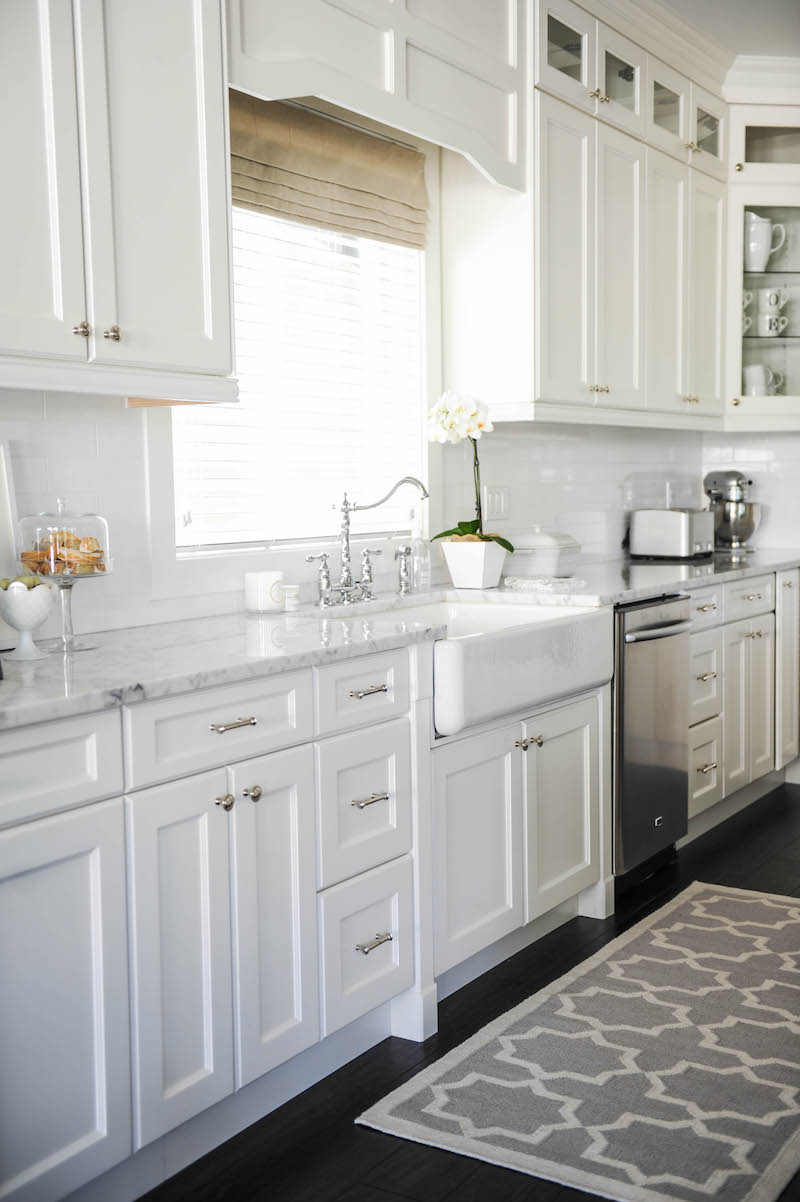 White apron sink via Monika Hibbs