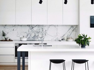 14 White Marble Kitchen Backsplash Ideas You'll Love