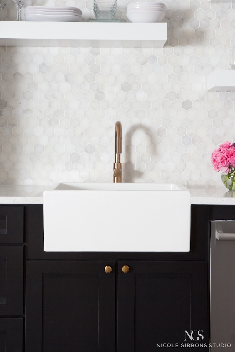 Small marble hexagon tile backsplash kitchen via Nicole-Gibbons