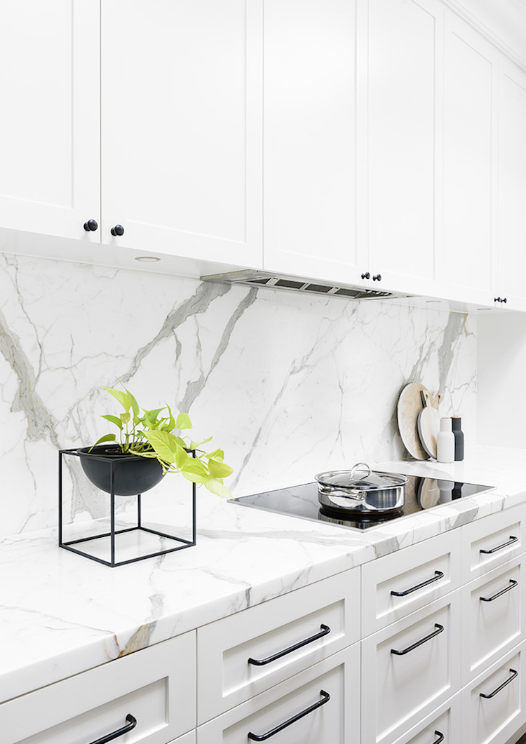 White marble backsplash and counter kitchen via Home Adore